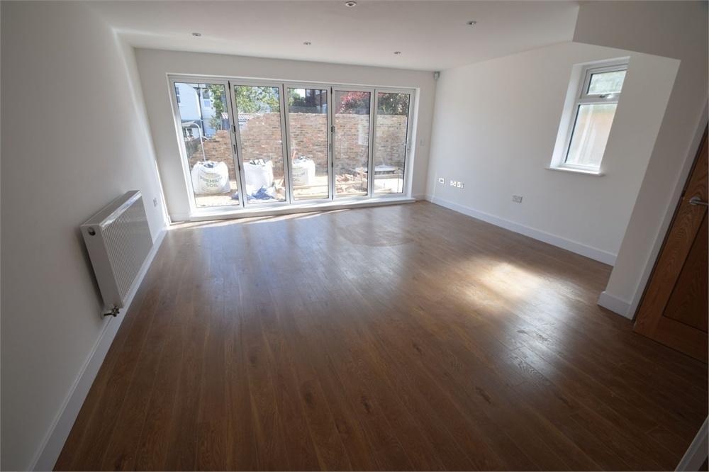 4 Bedrooms Semi Detached House for sale in Ringwood Road, Roselands