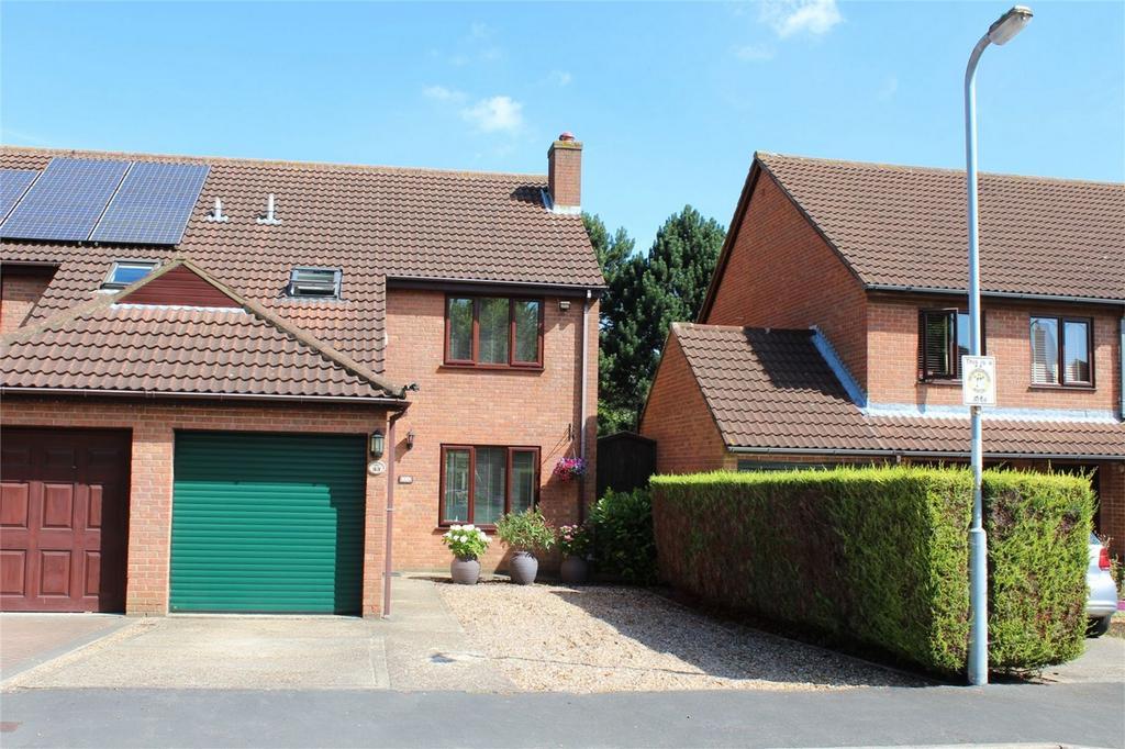 3 Bedrooms Semi Detached House for sale in Bush Spring, Baldock, Hertfordshire