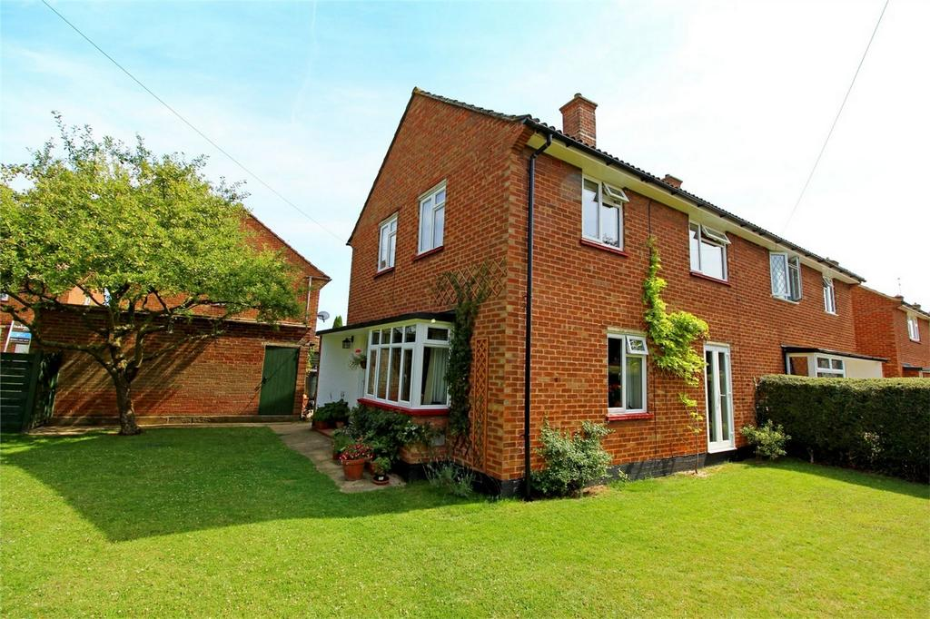 3 Bedrooms Semi Detached House for sale in Eastern Way, Letchworth Garden City, Hertfordshire