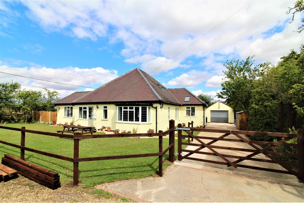 5 Bedrooms Detached Bungalow for sale in Addison Road, Great Holland, Frinton-On-Sea