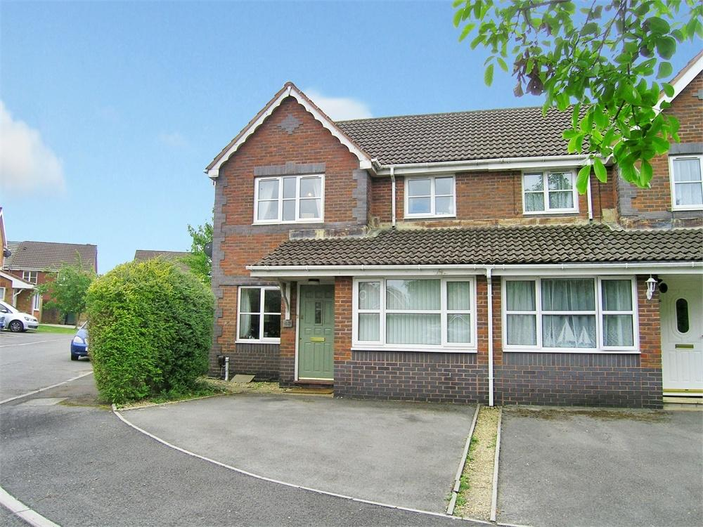 3 Bedrooms Semi Detached House for sale in Hollington Drive, Pontprennau, Cardiff