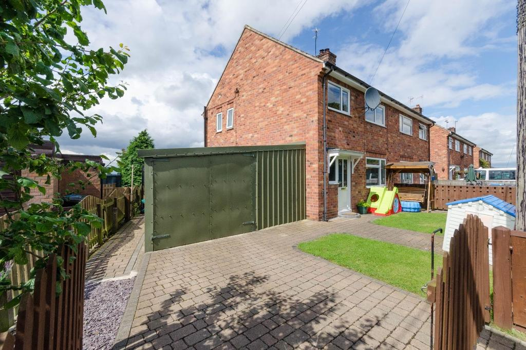 3 Bedrooms Semi Detached House for sale in 1 Wentworth Avenue, Thormanby, York