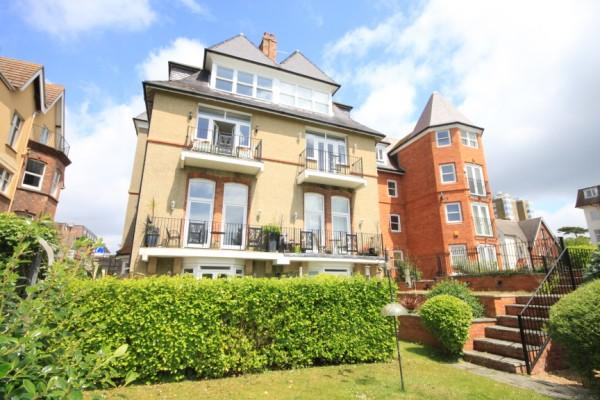2 Bedrooms Apartment Flat for sale in West Cliff Gardens, West Cliff, Bournemouth