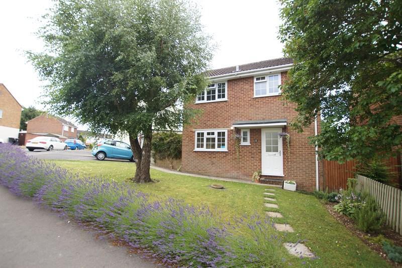 3 Bedrooms Detached House for sale in Medbourne Close, Blandford Forum