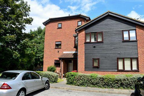 Studio Flat for sale in Mountbatten Close, Slough