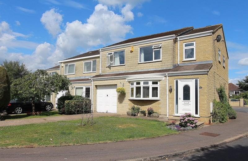 4 Bedrooms Detached House for sale in Grampian Close, Oldland Common, Bristol