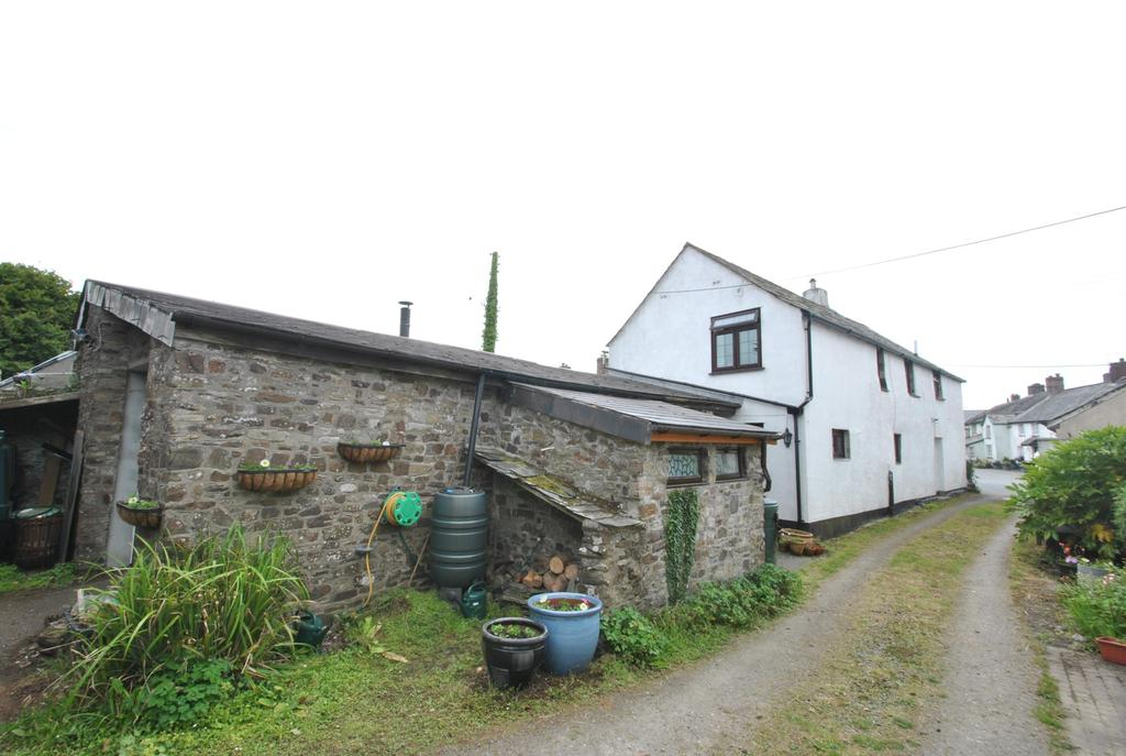 3 Bedrooms Terraced House for sale in The Square, Kilkhampton