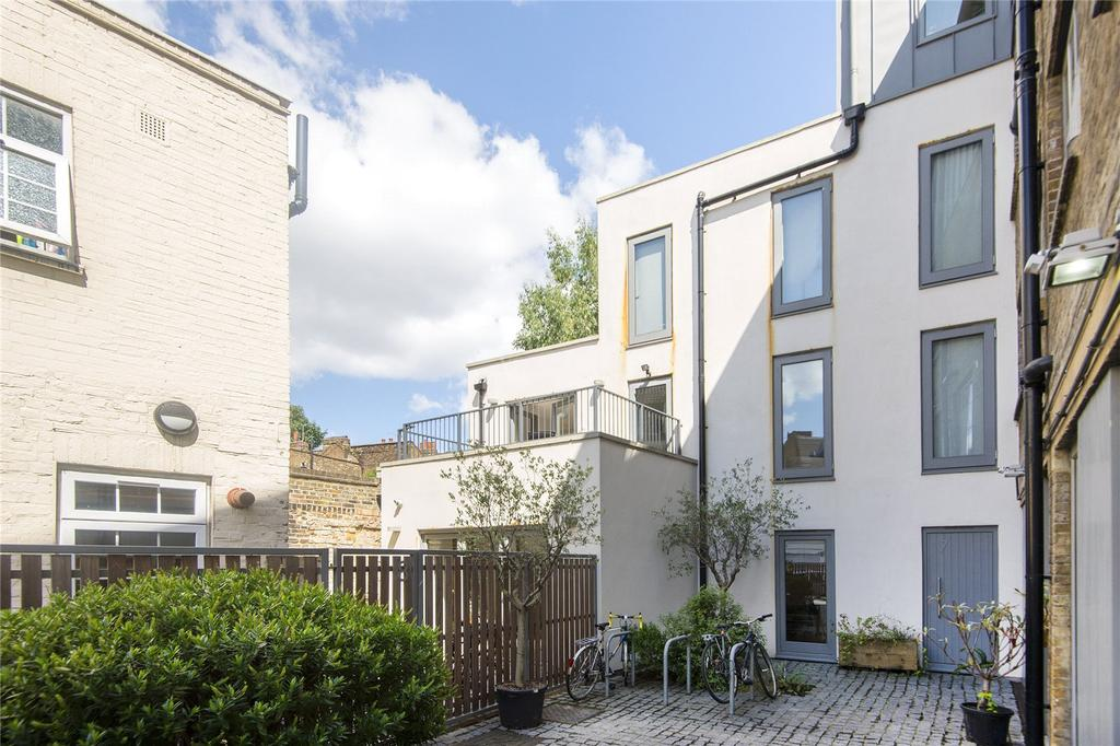 3 Bedrooms House for sale in Bridge Mews, Dalston Lane, London, E8