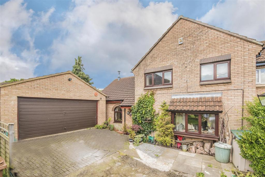 3 Bedrooms Semi Detached House for sale in Quernstone Lane, Northampton