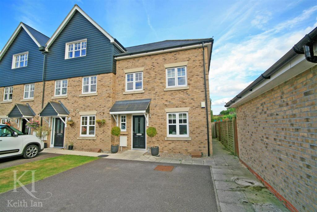 4 Bedrooms End Of Terrace House for sale in Timber Close, Stanstead Abbotts