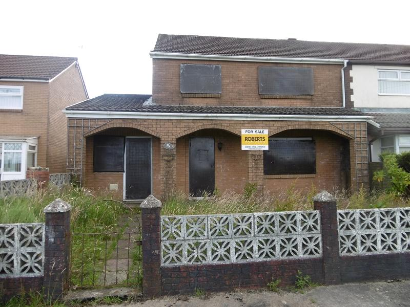3 Bedrooms Semi Detached House for sale in Ty Coch , Rhymney, Tredegar, Blaenau Gwent.