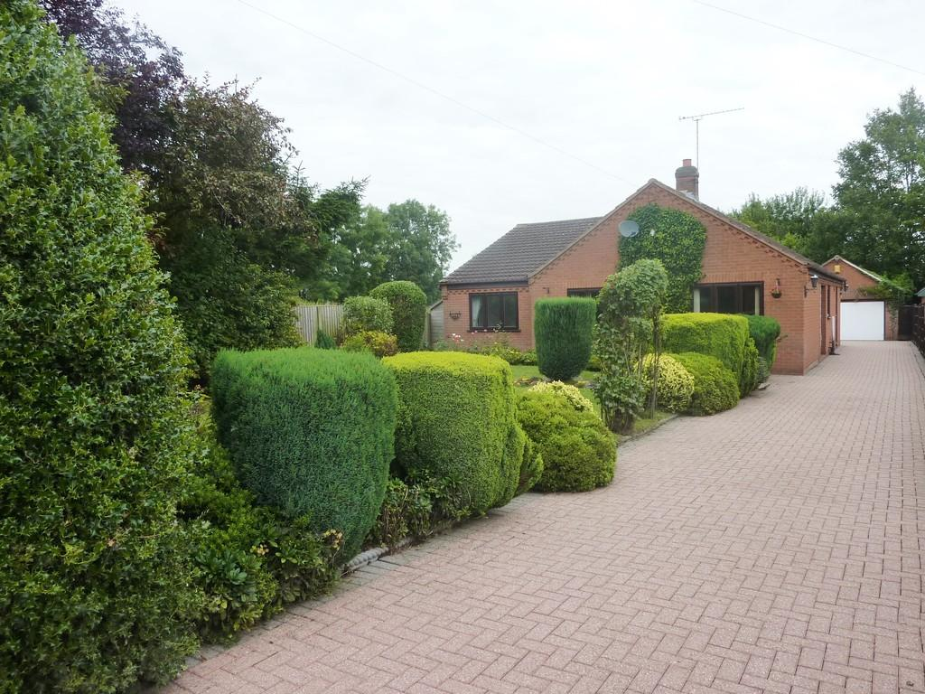 3 Bedrooms Detached Bungalow for sale in Mark Lane, East Markham