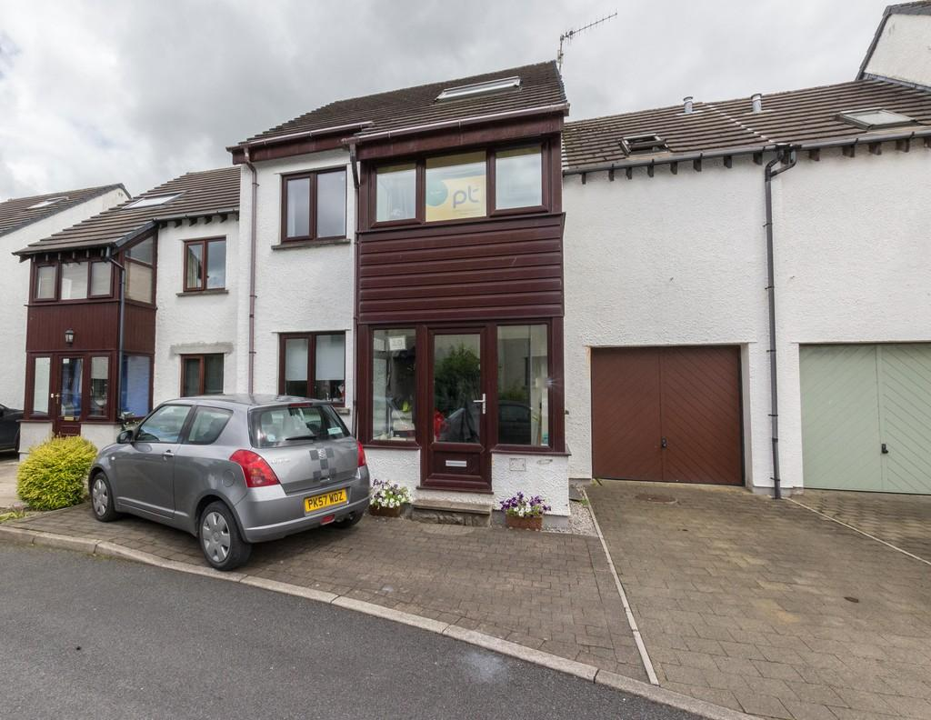 4 Bedrooms Link Detached House for sale in 20 Howe Bank Close, Kendal. LA9 7PU