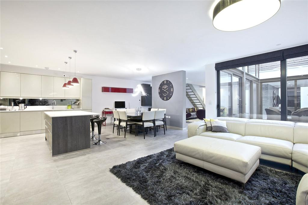 3 Bedrooms House for sale in Beethoven Street, London