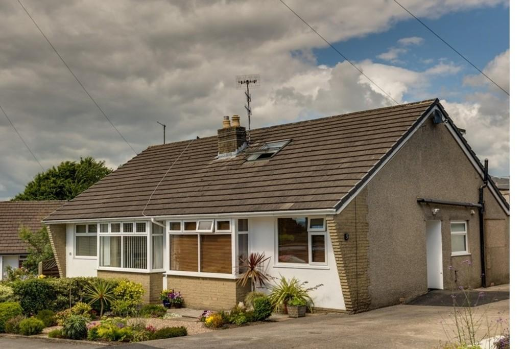 3 Bedrooms Semi Detached Bungalow for sale in 5 Hutton Close, Burton, Carnforth, Lancashire LA6 1NR