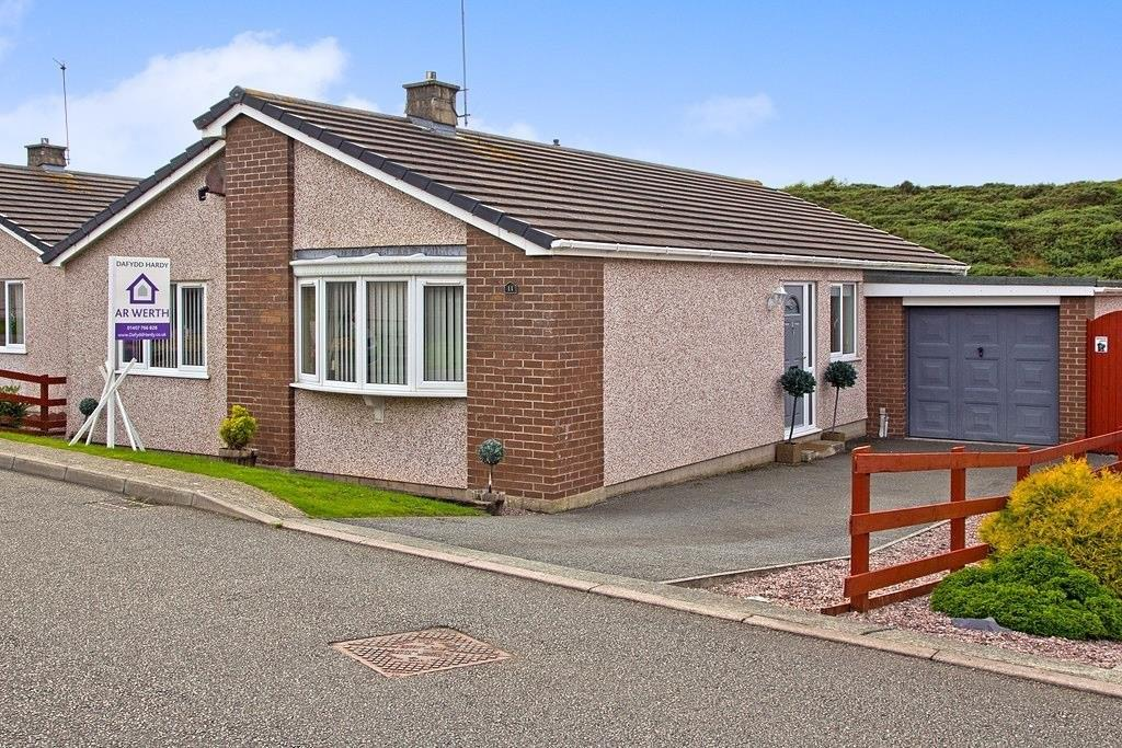 3 Bedrooms Detached Bungalow for sale in Nant Y Felin, Holyhead, North Wales