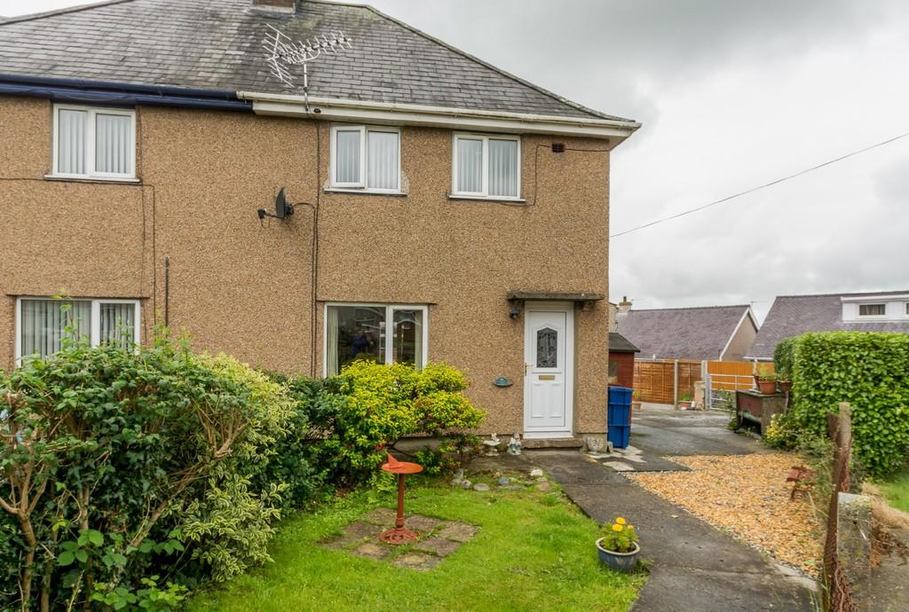 3 Bedrooms End Of Terrace House for sale in Cremlyn, Bethel, North Wales