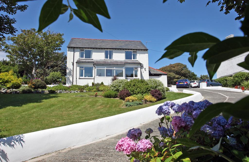 4 Bedrooms Detached House for sale in Trearddur Road, Trearddur Bay, North Wales
