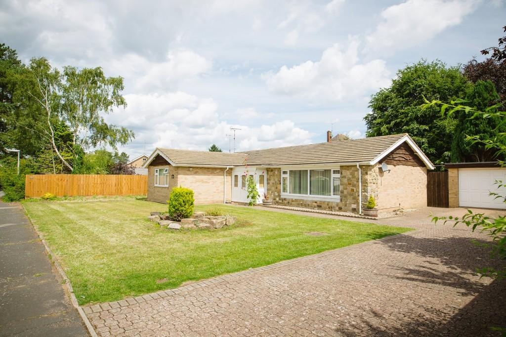3 Bedrooms Detached Bungalow for sale in Redcastle Road, Thetford