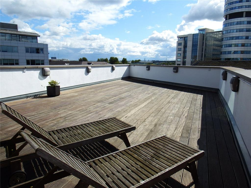 3 Bedrooms Flat for rent in Watermans Place, 3 Wharf Approach, Leeds, West Yorkshire, LS1