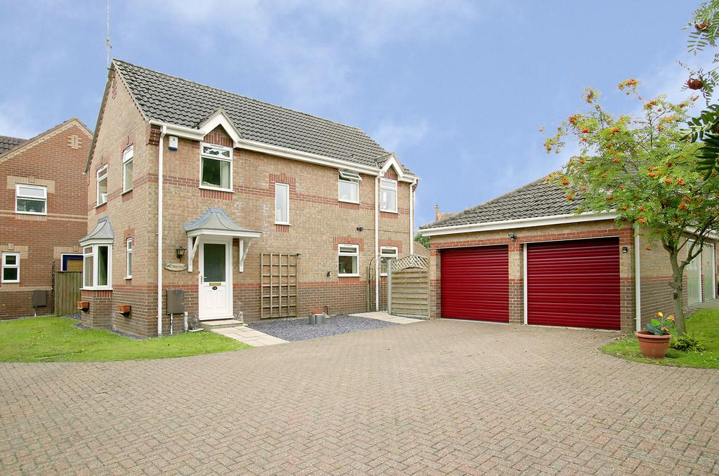 4 Bedrooms Detached House for sale in Coniston Close, Hethersett