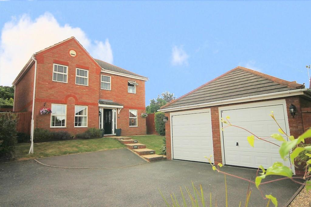 4 Bedrooms Detached House for sale in Shetland Avenue, Wilnecote, Tamworth, B77 5AT