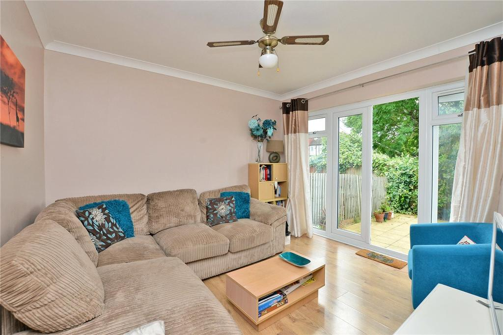 2 Bedrooms Maisonette Flat for sale in Lynmouth Avenue, Morden, SM4