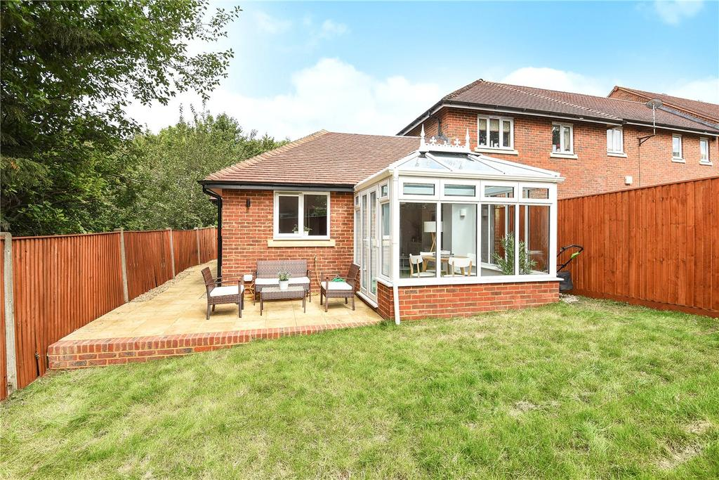 3 Bedrooms Bungalow for sale in Barbel Avenue, Basingstoke, RG21