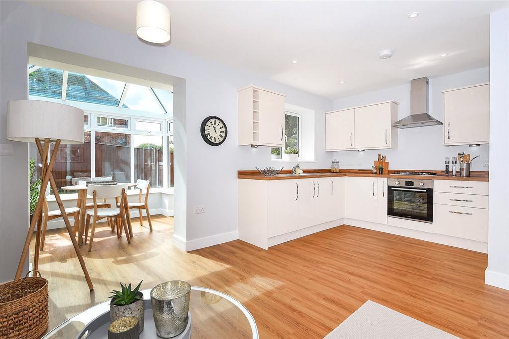 3 Bedrooms Bungalow for sale in Barbel Avenue, Basingstoke, RG21