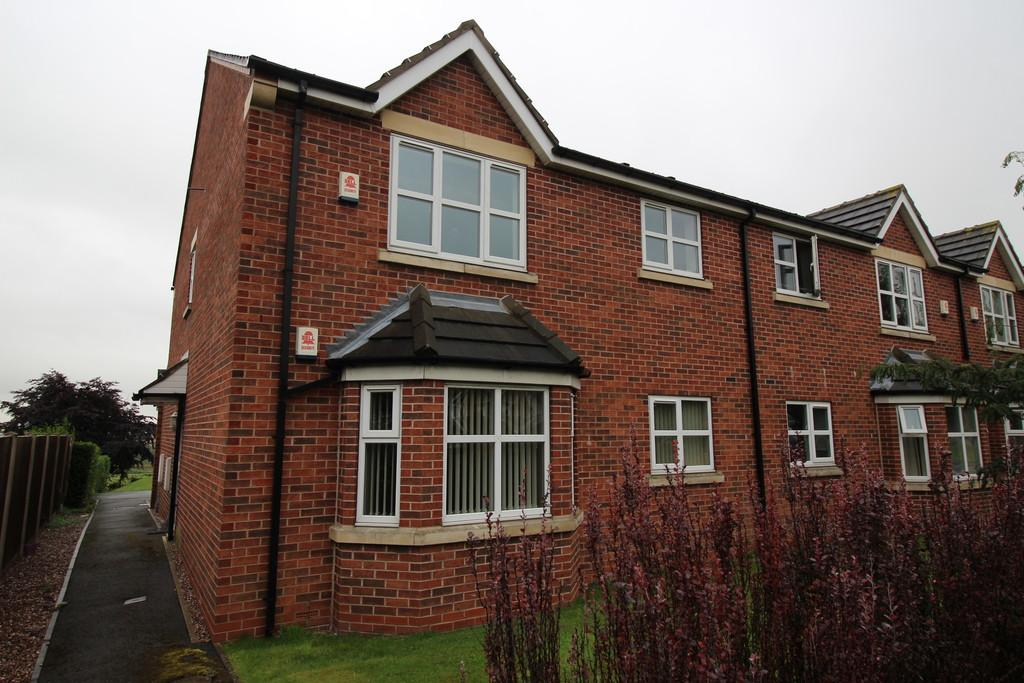 2 Bedrooms Ground Flat for sale in Hardistry Le Court, Pontefract Road