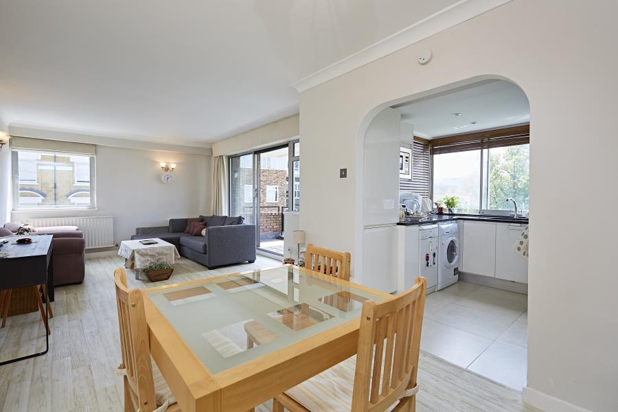 2 Bedrooms Apartment Flat for sale in Kensington Heights W8