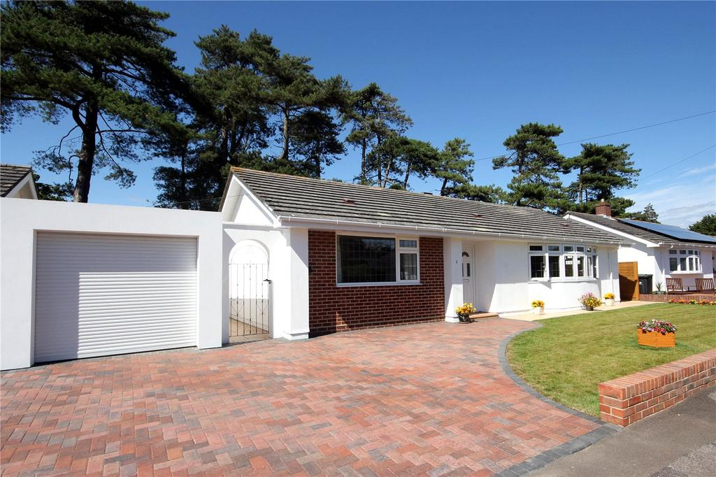 2 Bedrooms Detached Bungalow for sale in Elmwood Way, Highcliffe, Christchurch, Dorset, BH23