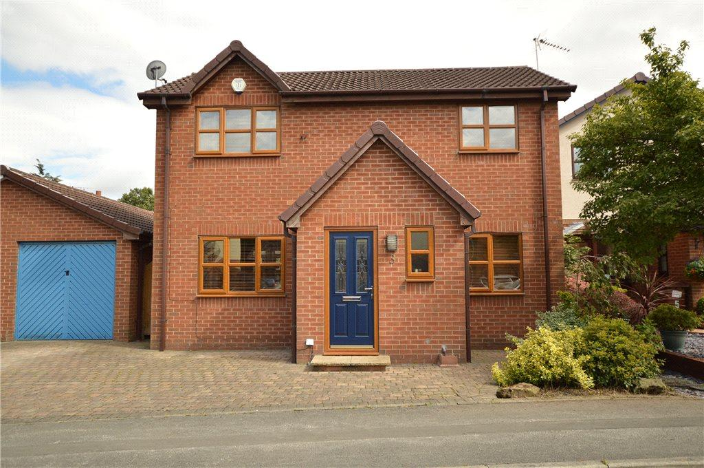 3 Bedrooms Detached House for sale in Farm Hill Road, Morley, Leeds