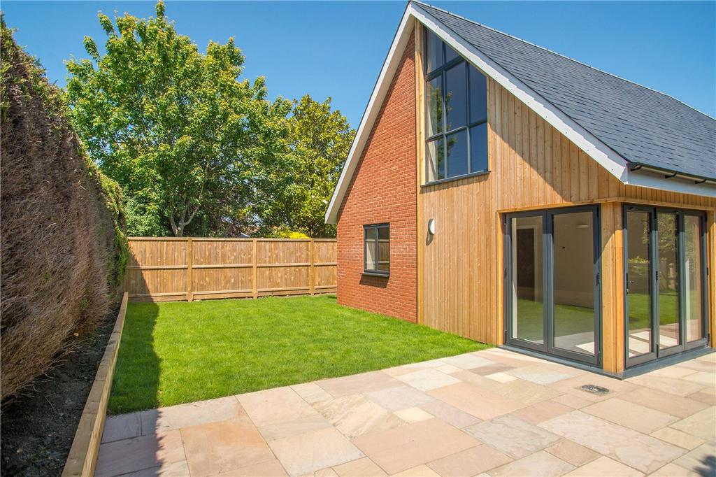 3 Bedrooms Detached House for sale in Rose Acre Road, Littlebourne, CT3