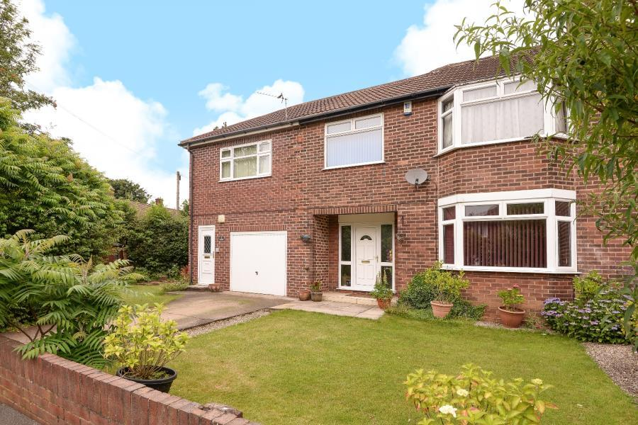 4 Bedrooms Semi Detached House for sale in BORROUGH VIEW, LEEDS, LS8 1LS