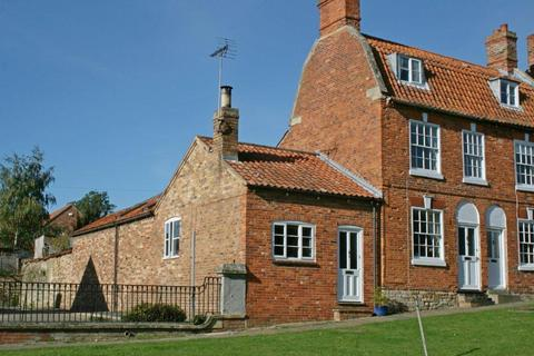 2 bedroom bungalow for sale - Market Place, Folkingham, Sleaford, NG34