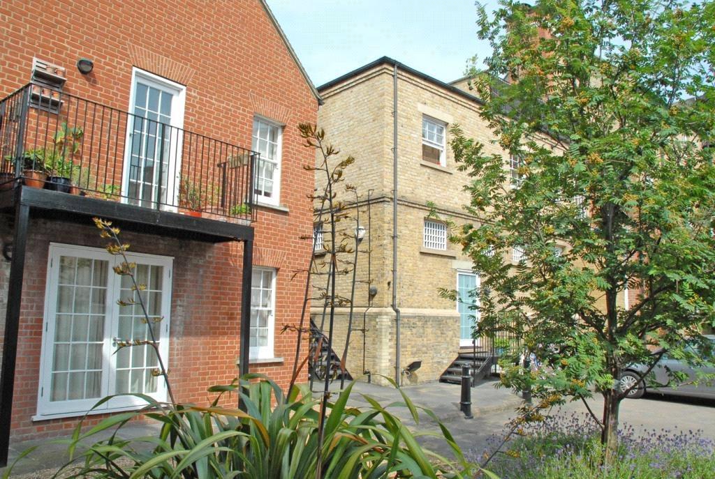 2 Bedrooms Flat for sale in The Met Apartments, 418 Lee High Road, Lee, London, SE12