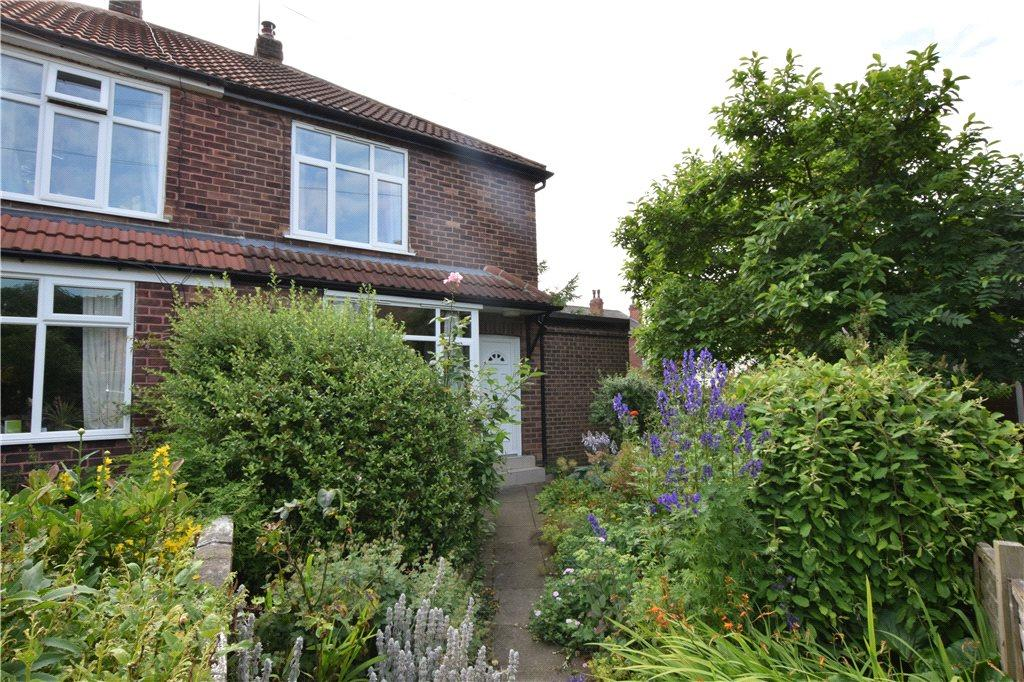 2 Bedrooms Semi Detached House for sale in Bentley Grove, Meanwood, Leeds