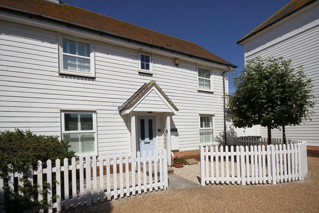 3 Bedrooms House for sale in Badger Way, Camber, East Sussex TN31 7SR