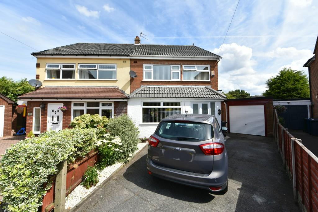 3 Bedrooms Semi Detached House for sale in Rutland Cresent, Ormskirk