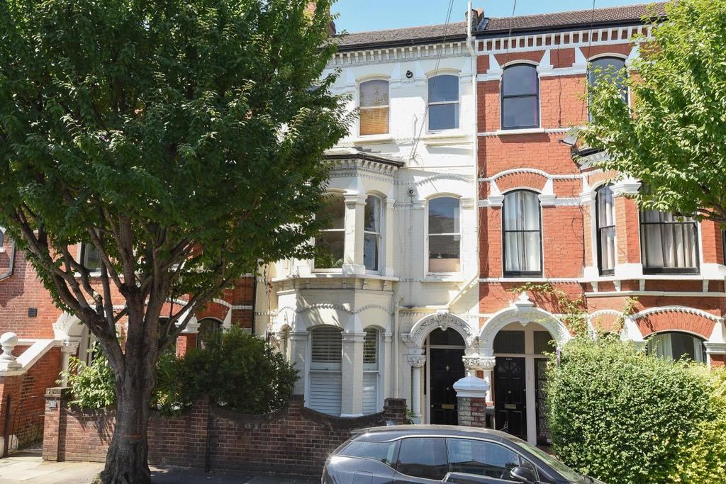 2 Bedrooms Flat for sale in Beauchamp Road, Battersea, SW11