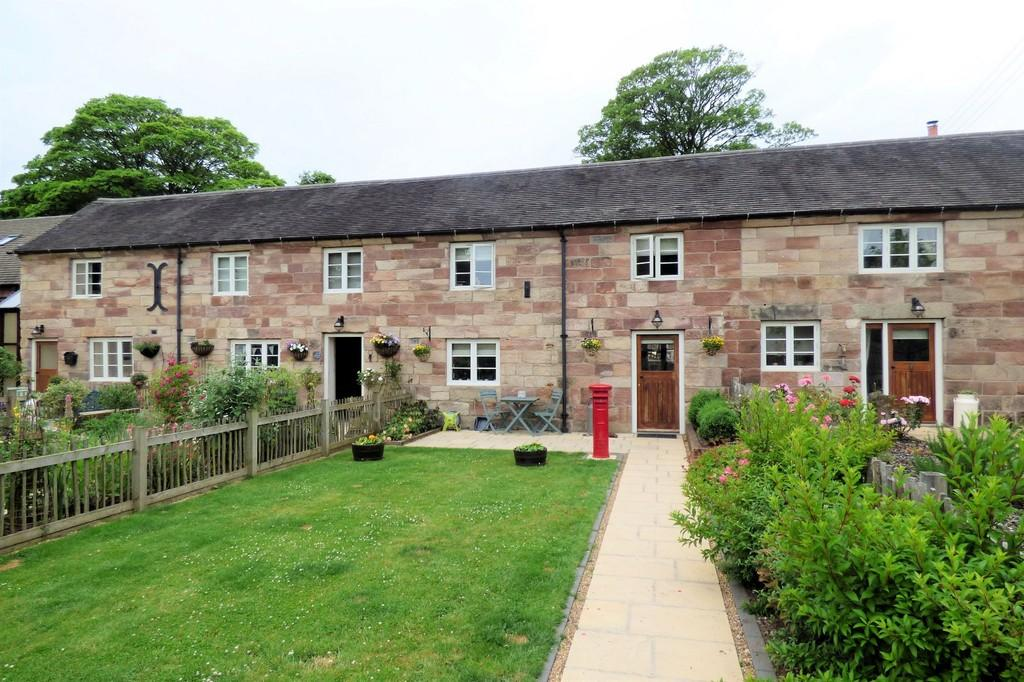 3 Bedrooms Barn Conversion Character Property for sale in Cuthbert Cottages, Alton Road, Threapwood