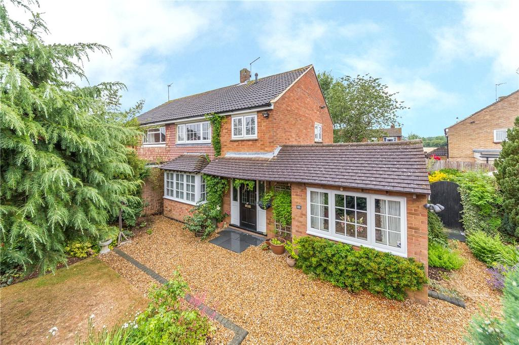 3 Bedrooms Semi Detached House for sale in Langley Grove, Sandridge, St. Albans, Hertfordshire