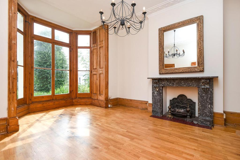 2 Bedrooms Flat for sale in Upper Park Road, Belsize Park
