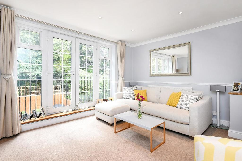 3 Bedrooms Terraced House for sale in Patterdale Close, Bromley, BR1