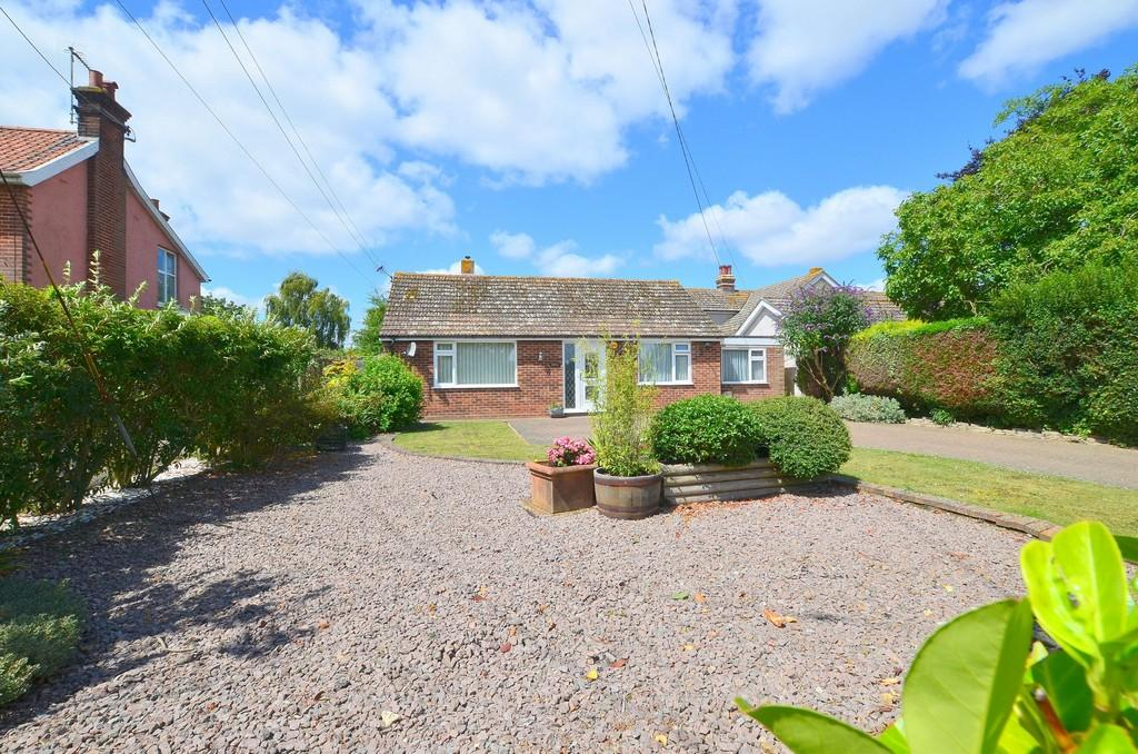 3 Bedrooms Detached Bungalow for sale in Kirton Road, Trimley St. Martin, IP11 0QL
