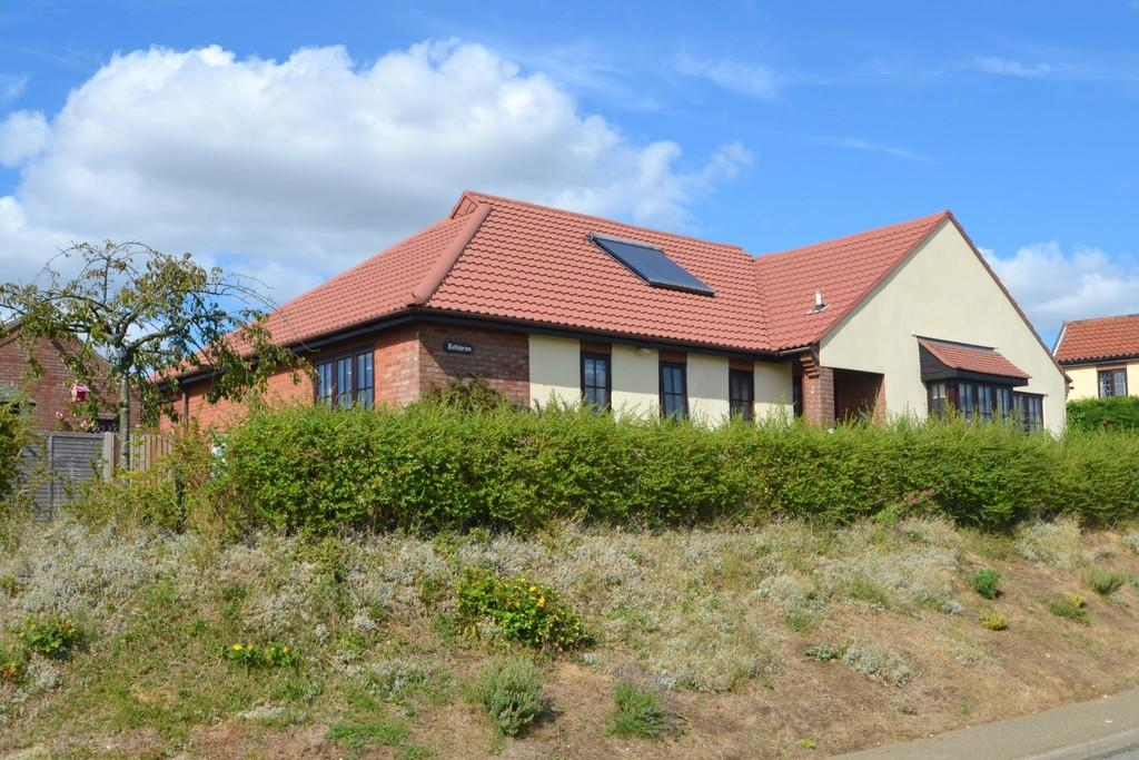 3 Bedrooms Detached Bungalow for sale in Lower Farm Road, Ringshall, Stowmarket, Suffolk, IP14 2JE