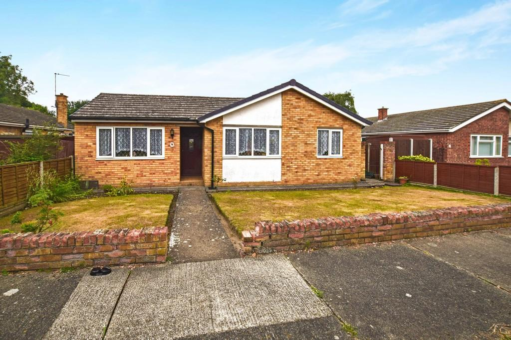 3 Bedrooms Detached Bungalow for sale in Temple Court, Colchester, CO4 0PR