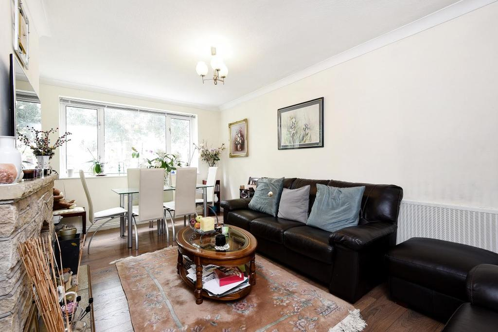 3 Bedrooms Flat for sale in Wainford Close, Southfields