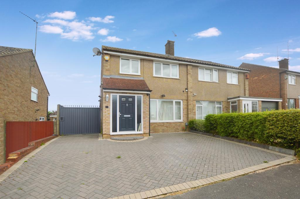 3 Bedrooms Semi Detached House for sale in Hasketon Drive, Luton, Bedfordshire, LU4 9EZ